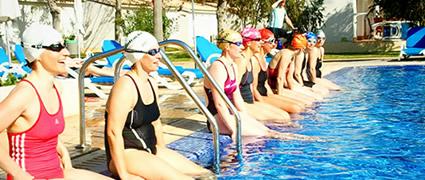 Gute Laune beim Schwimmtraining im gut geheizten Pool. Bild: Henning Holzapfel