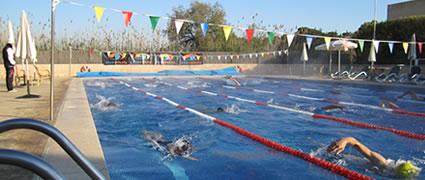 Ute Mückel leitet das Schwimmtraining im gut geheizten Pool