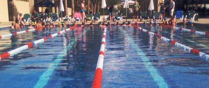 Das 25-Meter Becken mit 28°C auf dem Hotelgelände