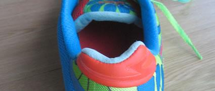 Die Zunge und die Ferse sind mit besonders weichem Material ausgekleidet