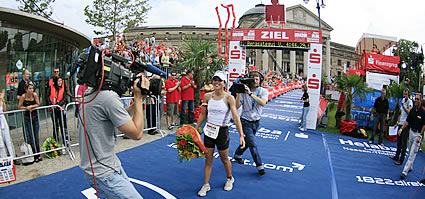 Virginia Berasetegui gewinnt den Ironman 70.3 in Wiesbaden. Photo: UliHB
