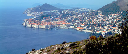 Wunderschöne alte Städte am Meer