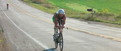 Chris McDonald mit den Plätzen 2 und 1 bei zwei Ironman-Rennen innerhalb von 8 Tagen: Regeneration scheint aus der Mode zu kommen