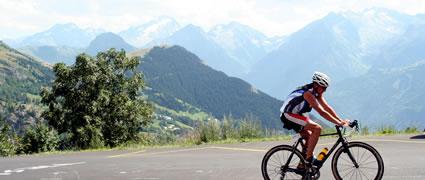 Wer sich dem Radsport verbunden fühlt, der sollte diese 21 berühmten Kehren unbedingt einmal in Angriff nehmen