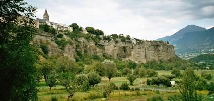 Embrun: Etwa 120 km nördlich von Nizza im Durance-Tal.