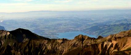 Der Thuner See vom Gipfel des Schilthorns