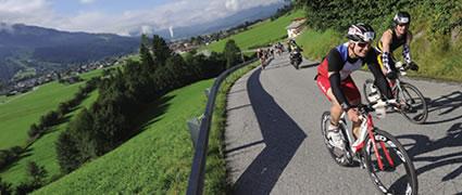 Wenig Publikum, viel Landschaft: Die Radstrecke der Challenge Walchsee. Bild: AGU Sports